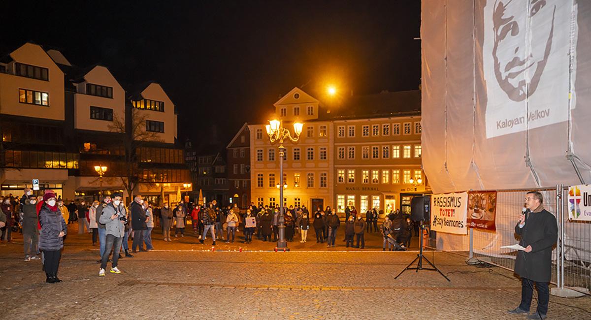 Mahnwache 19.02.2021 Hanau Banner WZ Domplatz