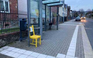 Bunte Stühle gegen Rassismus an Heltestellen 5